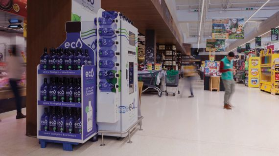 Eco bottles in a Pingo Doce store