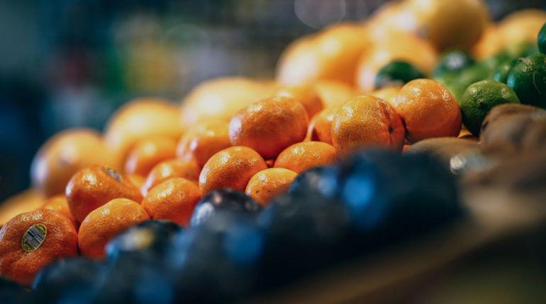 A fruta é frequentemente desperdiçada nos supermercados e em casa