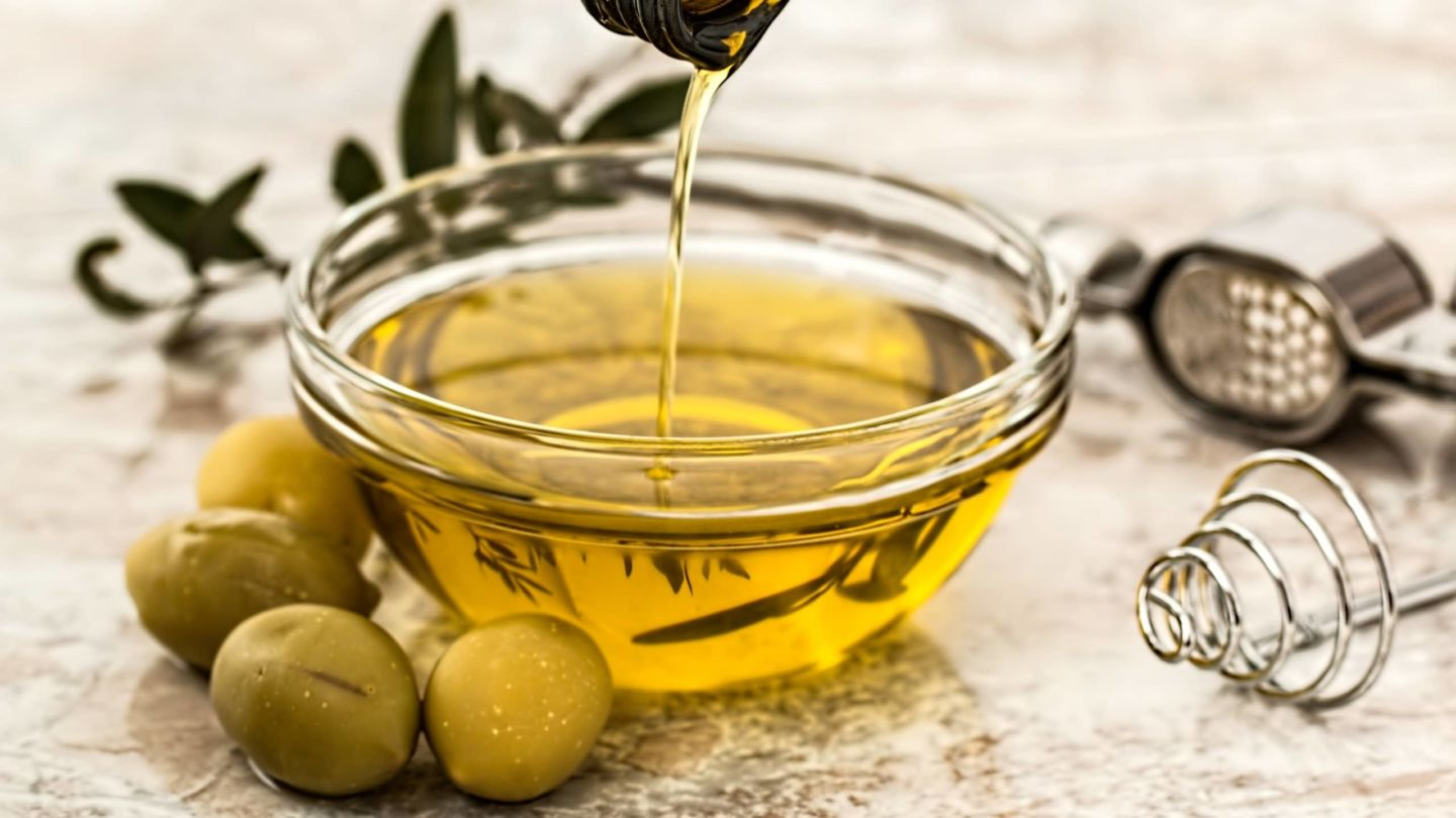 Olive oil : liquid gold from the Mediterranean